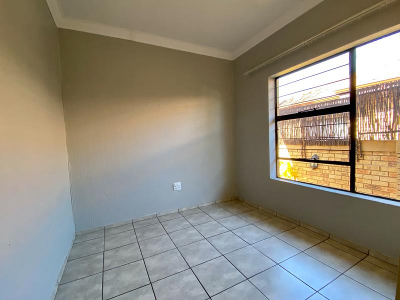 Property For Rent in Bergbron, Roodepoort 5