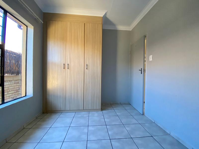 Property For Rent in Bergbron, Roodepoort 6